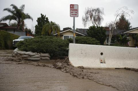 Record-tying El Nino's storms hitting parched California (PHOTO)