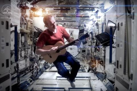 "The perfect David Bowie tribute is astronaut Chris Hadfield singing ""Space Oddity"" (VIDEO)"