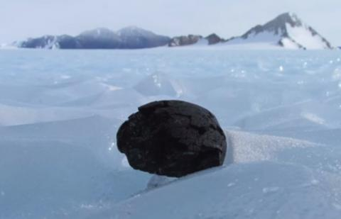 Study: iron-rich meteorites lie deep in Antarctica's ice (VIDEO)