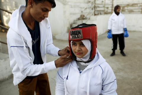 Pakistan's first women's boxing club: Girls train and fight in Karachi (PHOTO)