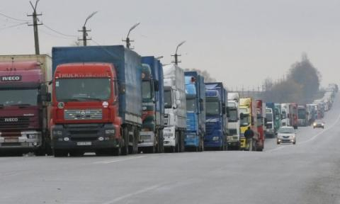 Svoboda Party blocks Russian trucks from passing across Ukraine