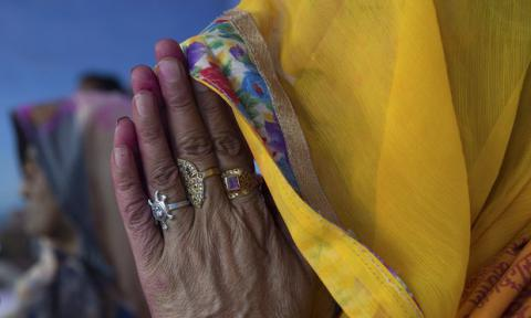 Women more religiously devout than men, new study finds