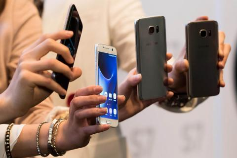Smartphone chips drive surprise gain in Korean industrial output