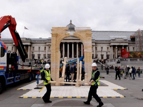 Recreation of destroyed Palmyra arch unveiled in London