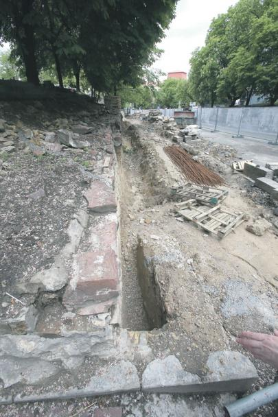 Palace of Prince Volodymyr the Great unearthed in center of Kyiv
