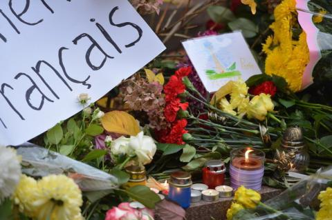 Death toll of Nice tragedy grows to 84, Ukrainians bring flowers to French embassy