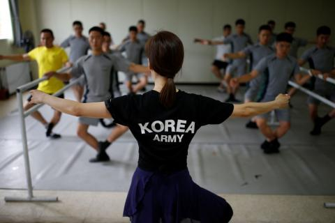 South Korean soldiers  guarding border with North Korea take ballet classes (PHOTO)