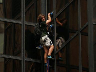 Trump Tower climber arrested after two-hours scaling (VIDEO)