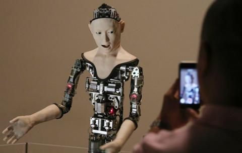 Japan Science Museum shows creepy human-like robot (VIDEO)