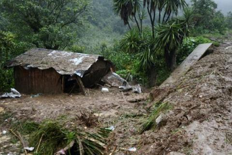 40 killed in mudslides after rainfall in eastern Mexico (VIDEO)