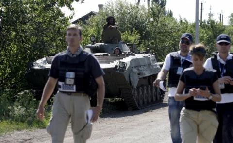 Ukrainian President calls on OSCE to send more monitors to border with Crimea
