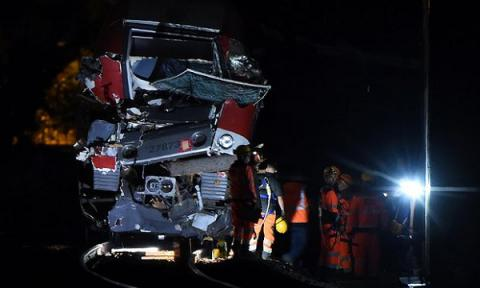 8 injured when French express train crashes into fallen tree