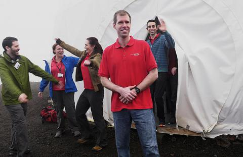 6 scientists exit from under the dome in Hawaii, completed yearlong Mars simulation