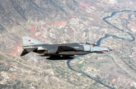 Turkish warplanes destroyed 12 Kurdish militant targets in northern Iraq