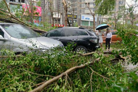 At least 8 killed, 1,600 homes destroyed in China, Taiwan by Super-typhoon Meranti (VIDEO) (