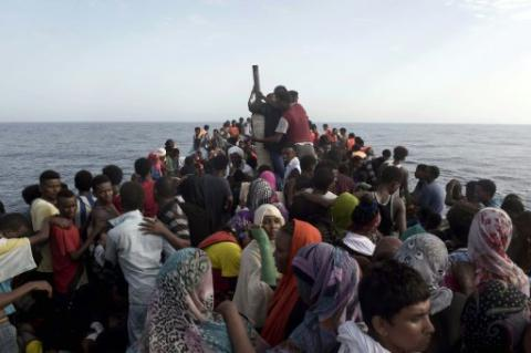 4,655 migrants saved, 28 bodies found off Libyan coast over past day - Italy's coast guard