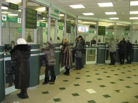 Depositors of failed banks in Ukraine promised to get doubled payouts