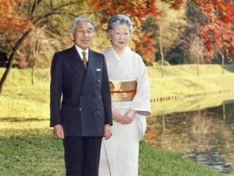 Japan: Panel begins to study Emperor's possible abdication