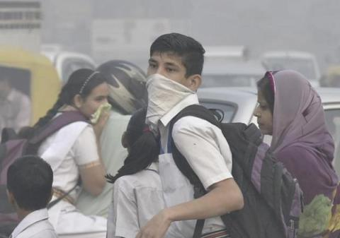 "Indian govt declared severe levels of toxic air pollution in Delhi an ""emergency situation"""