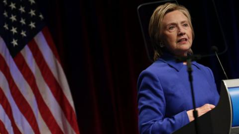 Clinton first public appearance after defeat: she wanted to curl up