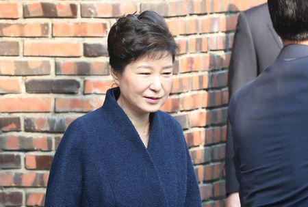 Ousted South Korean president Park apologises to her country, promises to cooperate with investigation