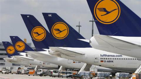 "Lufthansa and pilots union in ""breakthrough"" deal"