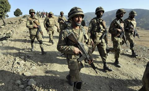 3 Pakistani troops killed in two militant attacks