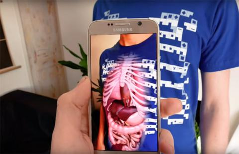 Educational app shows body's internal organs using augmented reality (VIDEO)