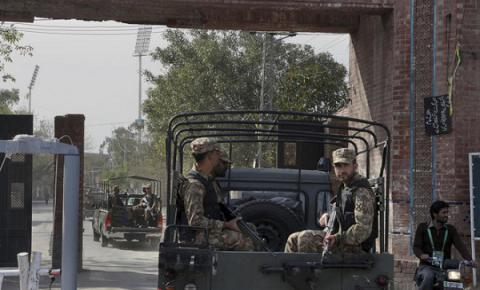 Pakistani troops clash with militants near Afghan border, 7 from both sides killed