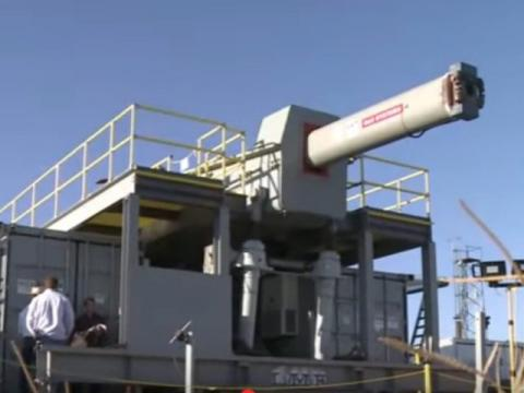 U.S. Navy Tests 'Star Wars' Electromagnetic Rail Gun That Can Destroy Targets up to 125 Miles Away (VIDEO)
