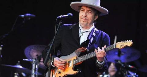 Bob Dylan agrees to accept Nobel Prize for Literature