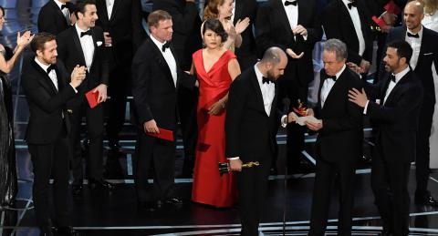 PwC keeps Oscar job despite envelopegate blunder