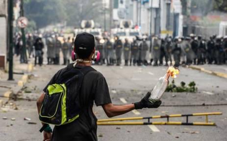 Thousands of Venezuelans protesting in Caracas after 5 killed in fights with police