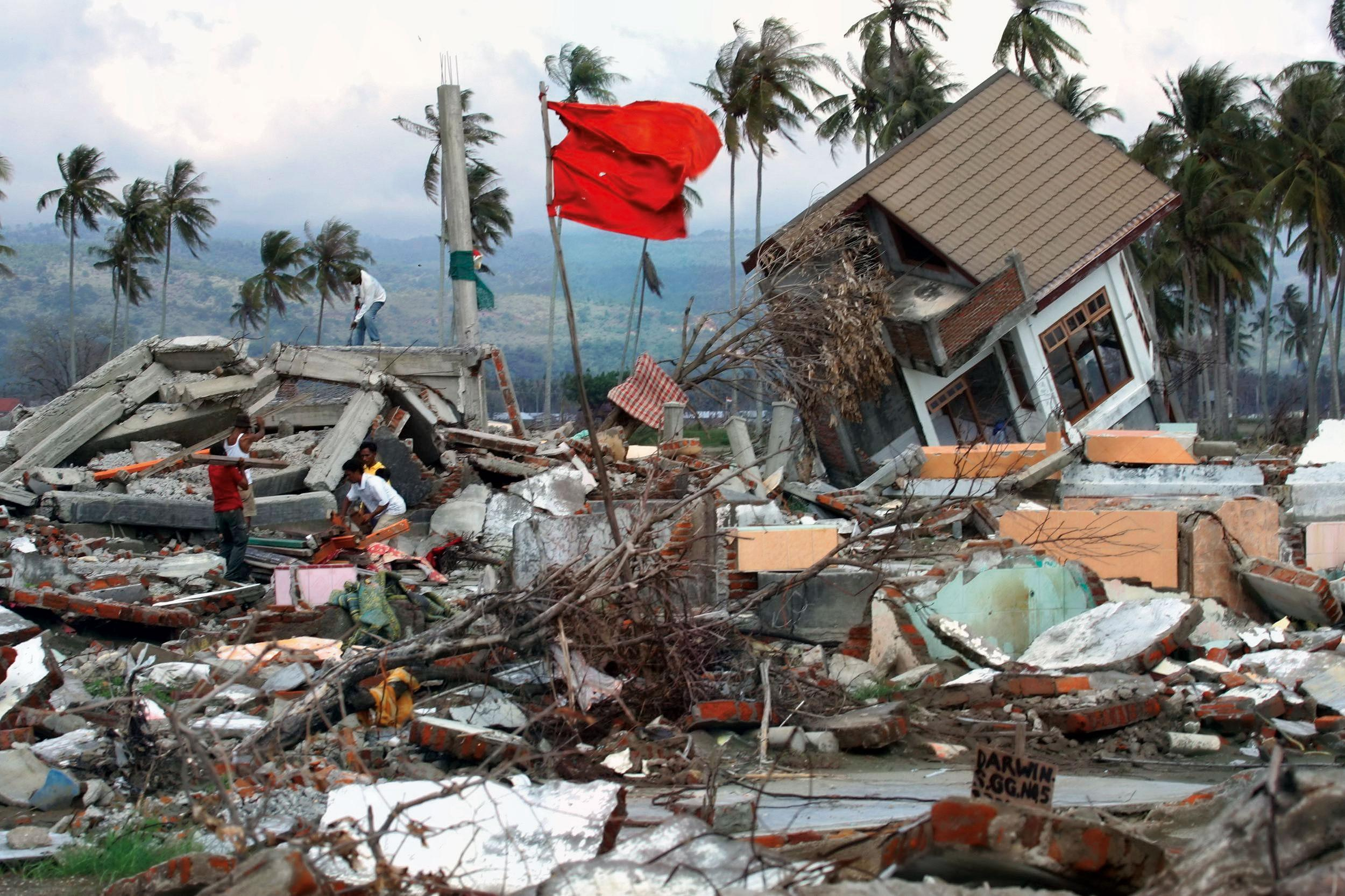 sumatra tsunami disaster essay The 2010 mentawai earthquake occurred with a moment magnitude of 78 on 25 october off the western coast of sumatra at 21:42 local time (14:42 utc) the earthquake occurred on the same fault that produced the 2004 indian ocean earthquake.
