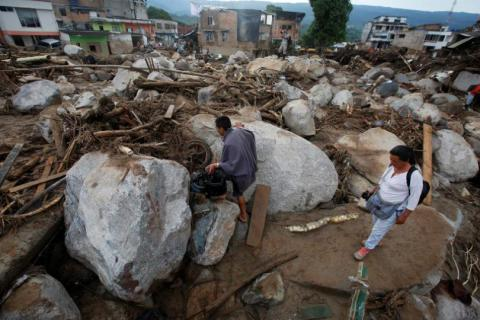 254 killed, hundreds missing after landslide engulfs Colombian city  (VIDEO)