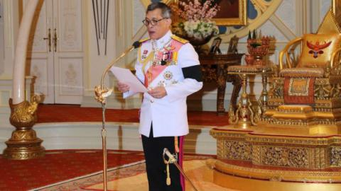 Thai king to sign new constitution this week