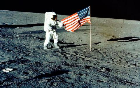 The American Flags on the Moon Are Disintegrating