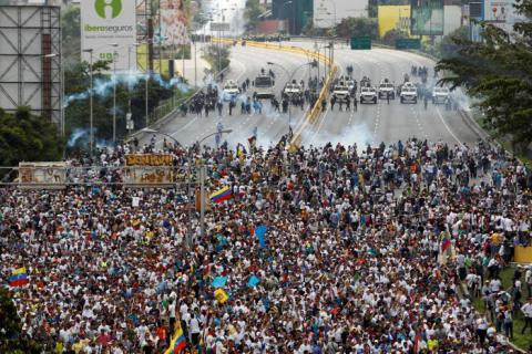 Mother of all marches: 3 killed, dozens injured at anti-govt rallies in Venezuela (VIDEO)
