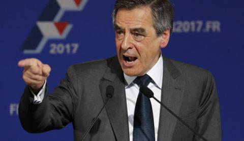 Scandal-hit Fillon back in French presidential race