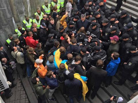 Victory over Nazism in WWII 72nd anniversary: Ukraine's police reports dozens arrested after street fights (VIDEO)