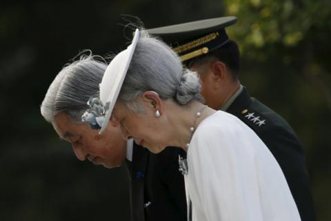 Japan's govt finally allows Emperor Akihito to retire