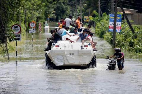 At least 151 dead, 100 missing in landslides, floods in Sri Lanka (VIDEO)