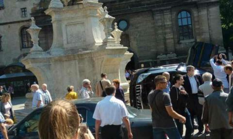 Offroadster drove into crowd in Ukrainian city of Lviv, kills woman (VIDEO)