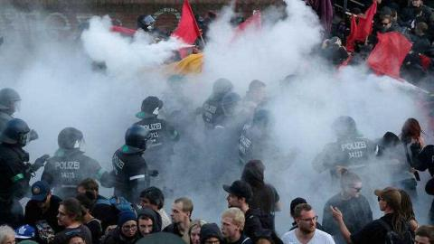 "Clashes with police broke out in Hamburg during ""Welcome to Hell"" G20 protest march"