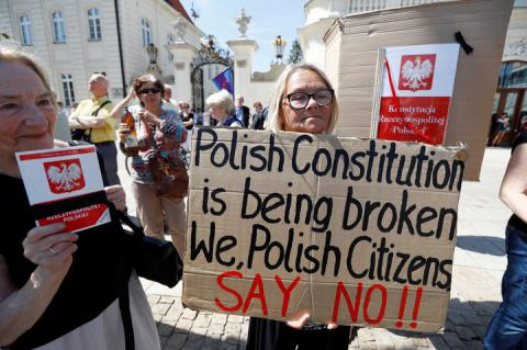 Poland's president to veto controversial judicial reforms amid nationwide protests