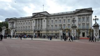 Woman arrested for climbing Buckingham Palace gates