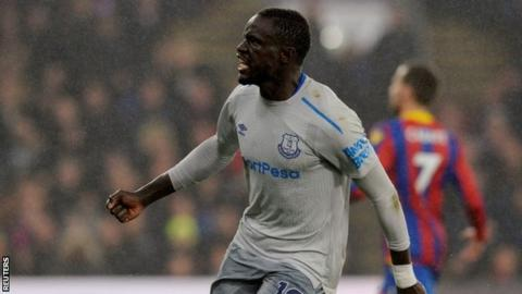 Oumar Niasse: Everton striker charged for dive against Crystal Palace