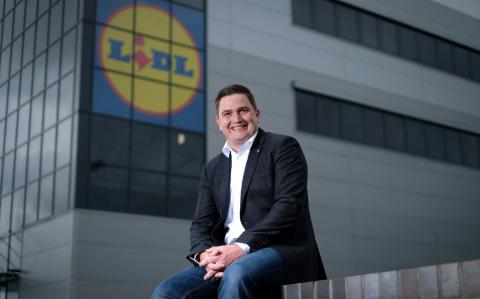 Lidl boosts wages above its grocery rivals