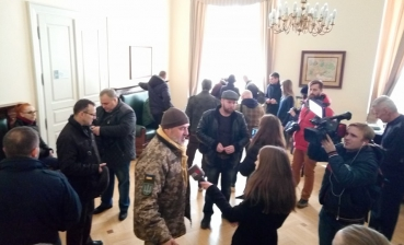 Lviv activists, Donbas conflict soldiers demand resignation of Sadovy