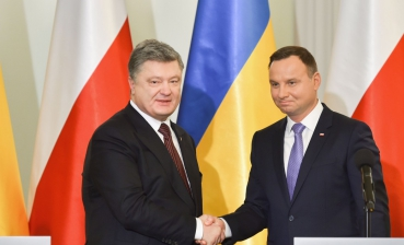 Poroshenko: History should not influence strategic relations of Ukraine and Poland